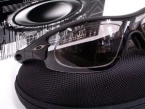 オークリーサングラス NXTレンズ 偏光調光レンズ使用