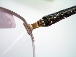 メガネフレーム 丁番 メガネがたためなくなったとき